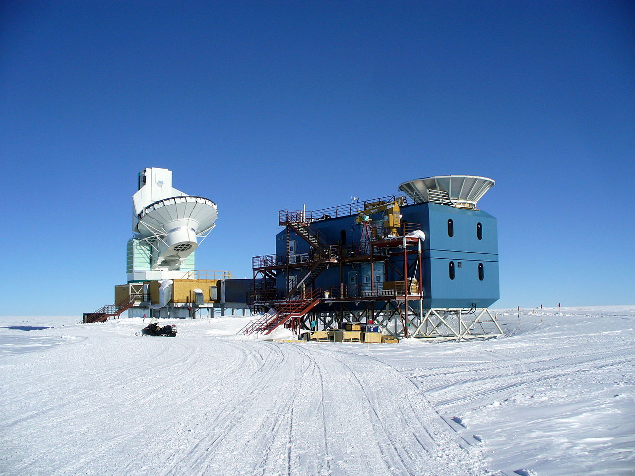 BICEP2 telescope (left), Photo Credit: Wikimedia Commons user Amble, CC BY-SA 3.0