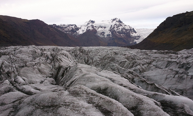 Iceland's Vatnajökull glacier. Somewhere under this vast expanse of ice, a volcano is brewing. Photo: Flickr user mcxurxo, CC BY 2.0