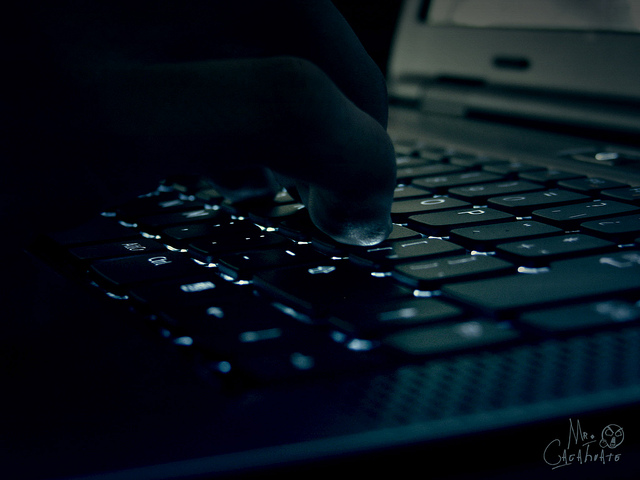 "Ominous hacker shot, Photo: ""Hacker Rene"" / Flickr user Ivan David Gomez Arce, CC BY 2.0"