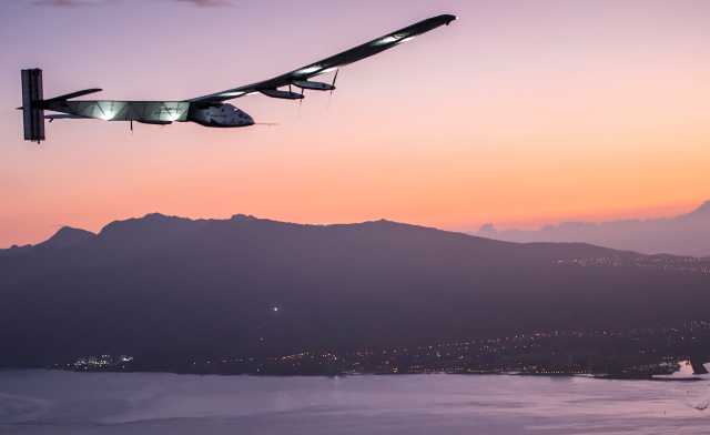 Solar Impulse 2 coming in to land after the record-breaking Japan-Hawaii trip; Photo: © Solar Impulse | Revillard | Rezo.ch