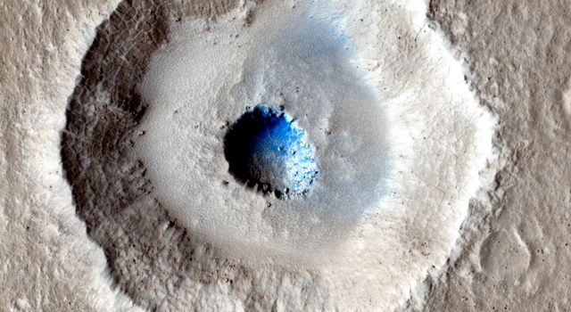 Terraced craters; Photo: NASA/JPL-Caltech/Univ. of Arizona