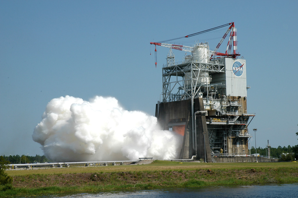 The sixth static-fire test of the RS-25; Photo: NASA