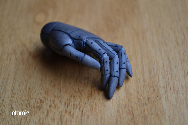 Prosthetic hand | Photo: Erin, CC BY 2.0