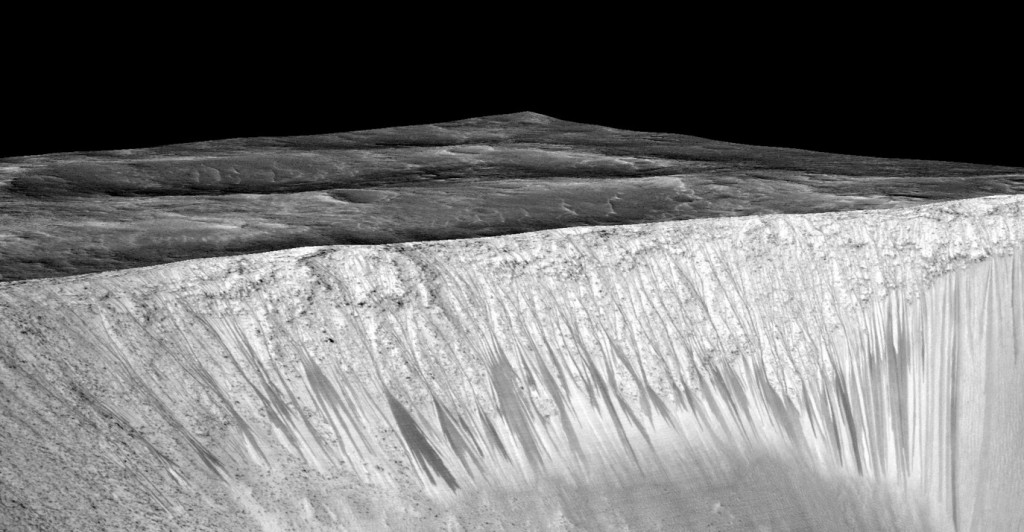 Recurring Slope Lineae (RSLs) on Mars | Photo: NASA