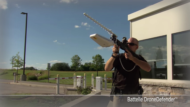 Drone Defender signal-jamming gun | Photo: Batelle