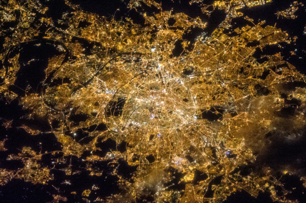A perspective on Paris | Photo: NASA