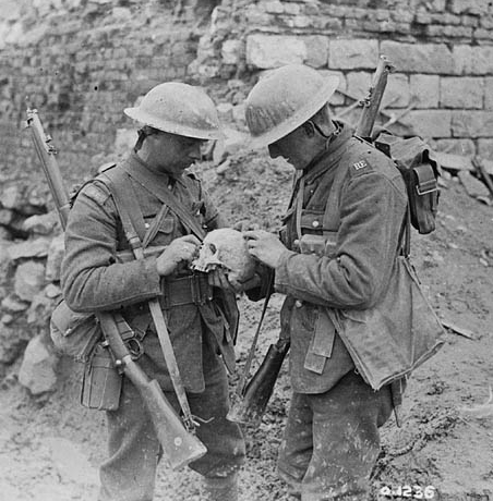 Two soldiers at Vimy | Photo: William Ivor Castle. Canada. Department of National Defence. Library and Archives Canada, PA-001211