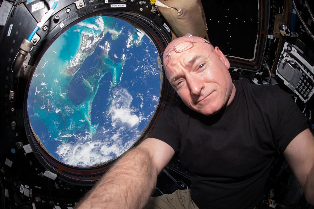 Scott Kelly inside the cupola on the ISS | Photo> Scott Kelly, NASA, CCo (public domain)