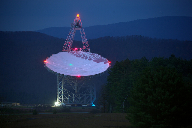 The Green Bank Telescope | Photo: Jinguang Wang, CC BY-SA 2.0
