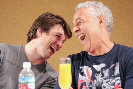 Nathan Fillion and Ron Glass in 2006 | Photo: Raven Underwood, CC BY 2.0